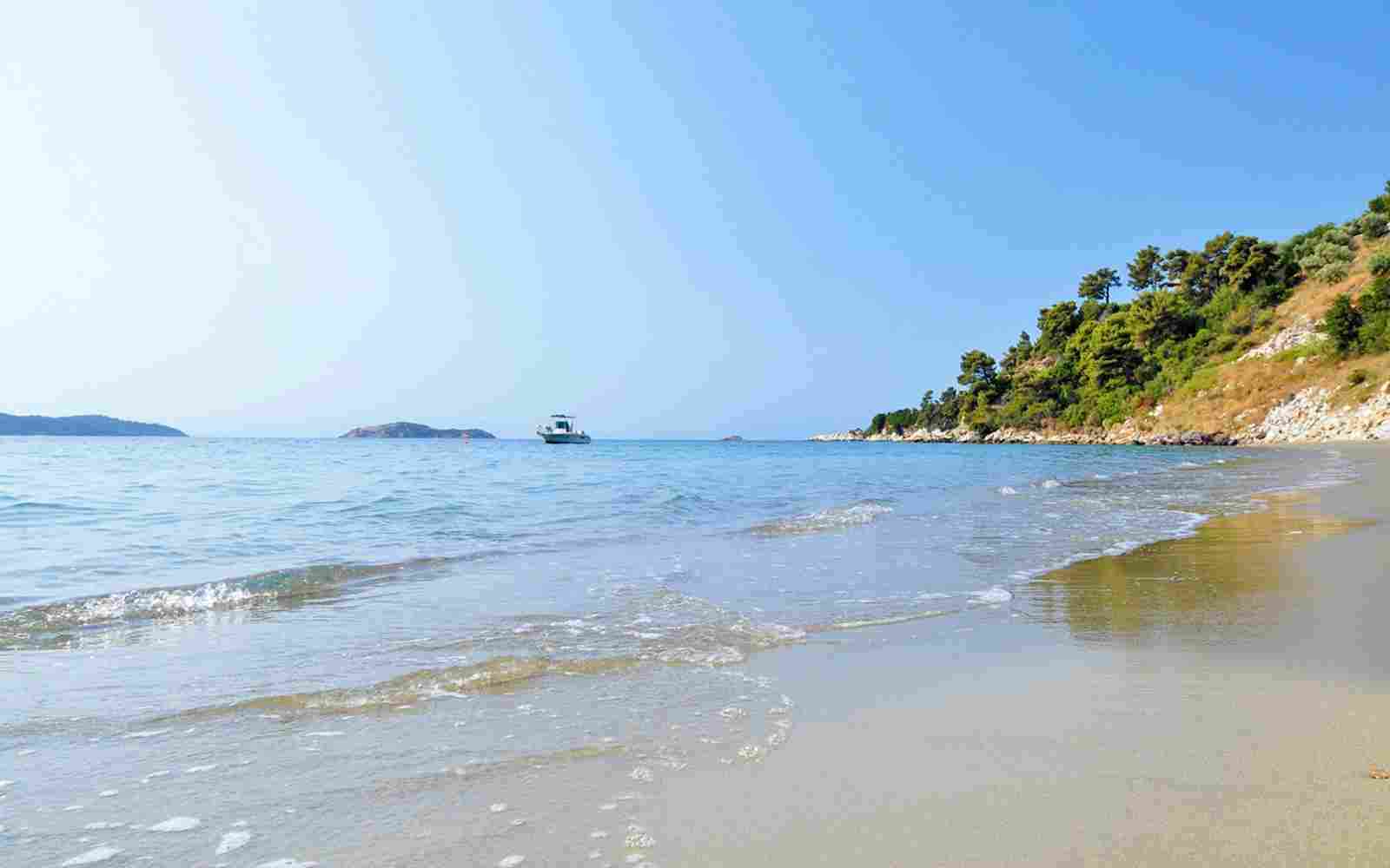 https://www.bellacosta.org/wp-content/uploads/2016/03/summer-beach-01.jpg
