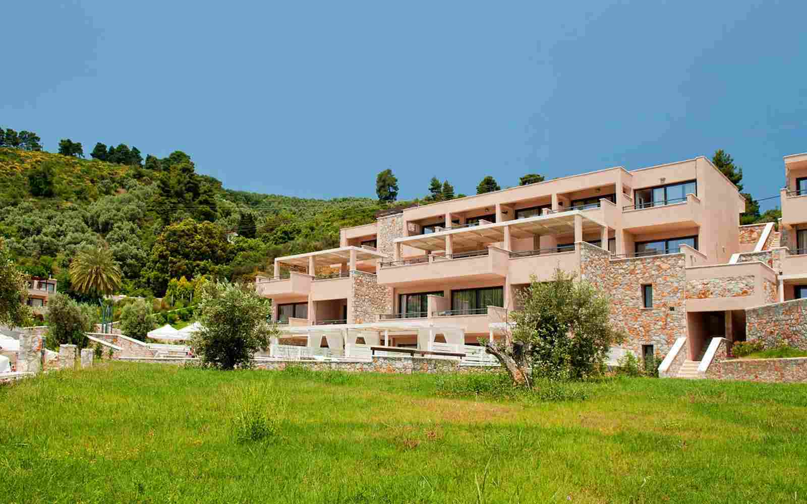https://www.bellacosta.org/wp-content/uploads/2016/03/summer-hotel-01.jpg