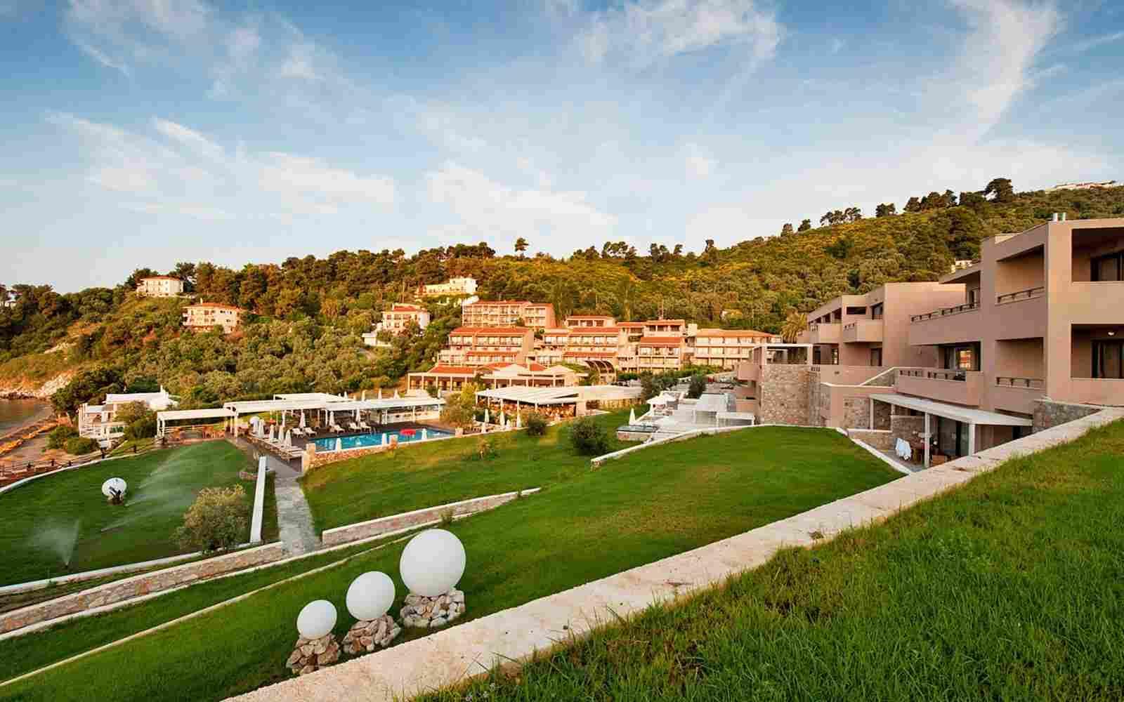 https://www.bellacosta.org/wp-content/uploads/2016/03/summer-hotel-02.jpg