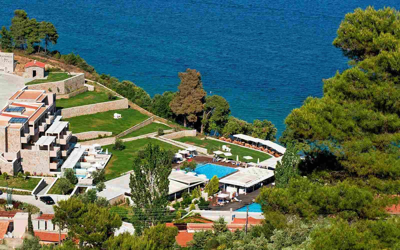 https://www.bellacosta.org/wp-content/uploads/2016/03/summer-hotel-03.jpg